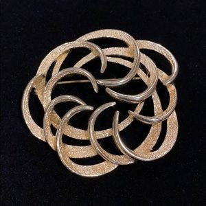 Vintage Sarah Coventry tailored swirl gold brooch